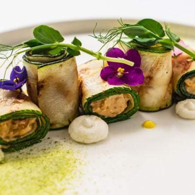 Gefüllte Zucchini-Röllchen mit Ziegenfrischkäse - Vino Culinario