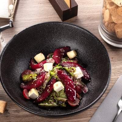 Rotweinbirne-Salat mit Sesam - Vino Culinario