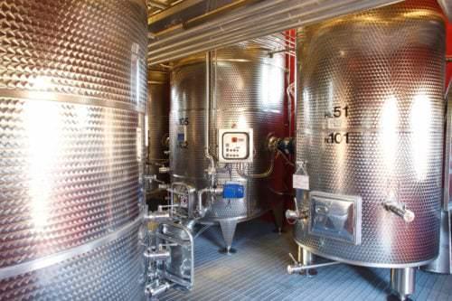Weinveredelung im Edelstahltank