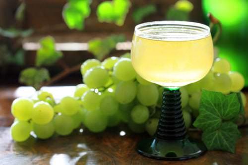 Federweißer, ein beliebter trüber Weißwein