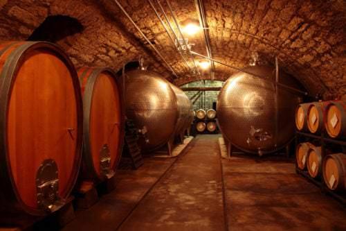 Ausbau des Weins im Tank oder Holzfass